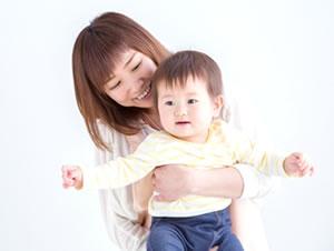 赤ちゃん連れのイメージ写真